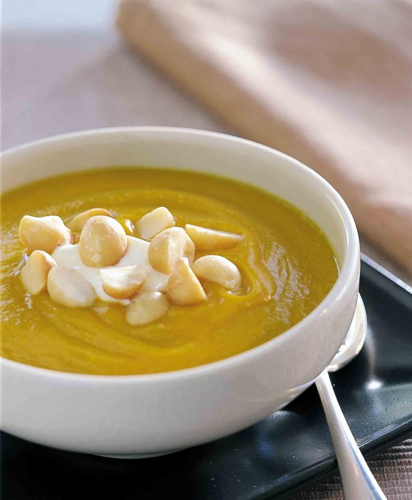 Cách làm Soup Macadamia và bí ngô